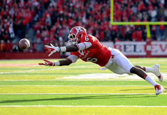 NEW BRUNSWICK, NJ - NOVEMBER 19:  Mohamed Sanu #6 of the Rutgers Scarlet Knights fails to catch a pass from Chas Dodd #19 of the Rutgers Scarlet Knights during a game against the Cincinnati Bearcats at Rutgers Stadium on November 19, 2011 in New Brunswick
