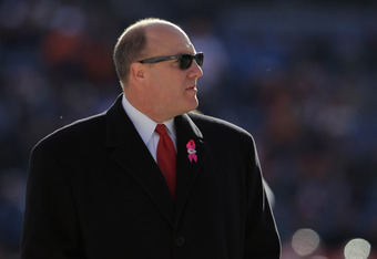 Chiefs GM Scott Pioli took a big risk with acquriing QB Matt Cassel nearly three years ago. Will he take another risk by trying to land Peyton Manning this year?