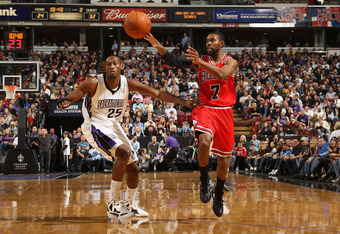 SACRAMENTO, CA - DECEMBER 29:  C.J. Watson #7 of the Chicago Bulls passes the ball while guarded by Travis Outlaw #25 of the Sacramento Kings at Power Balance Pavilion on December 29, 2011 in Sacramento, California. NOTE TO USER: User expressly acknowledg