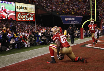 SAN FRANCISCO, CA - JANUARY 22:  Vernon Davis #85 of the San Francisco 49ers celebrates towards the fans after he scored a 28-yard touchdown reception in the third quarter against the New York Giants during the NFC Championship Game at Candlestick Park on