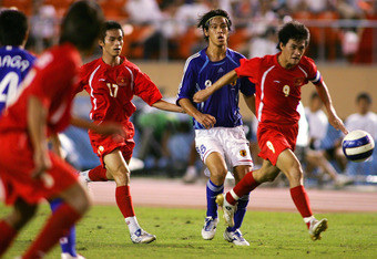 TOKYO - AUGUST 22: Keisuke Honda of Japan and Le Cong Vinh of Vietnam battle for the ball during the Olympic Final Qualifier match between Japan and Vietnam at the National Stadium Augaust 22, 2007 in Tokyo, Japan. (Photo by Koji Watanabe/Getty Images)
