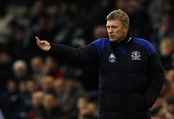 WEST BROMWICH, ENGLAND - JANUARY 01:  Everton Manager, David Moyes speaks to his players during the Barclays Premier League match between West Bromwich Albion and Everton at The Hawthorns on January 1, 2012 in West Bromwich, England.  (Photo by Dean Mouht