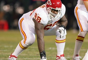 OAKLAND, CA - DECEMBER 23: Will Shields #68 of the Kansas City Chiefs lines up on the line with Trent Green #10 during the game against the Oakland Raiders at McAfee Coliseum on December 23, 2006 in Oakland, California. (Photo by Jed Jacobsohn/Getty Image