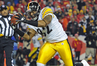 KANSAS CITY, MO - NOVEMBER 27:  Tight end Weslye Saunders #82 of the Pittsburgh Steelers catches a touchdown against the Kansas City Chiefs during the first half on November 27, 2011 at Arrowhead Stadium in Kansas City, Missouri.  (Photo by Peter Aiken/Ge