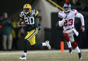 GREEN BAY, WI - JANUARY 20:  Wide receiver Donald Driver #80 of the Green Bay Packers runs after catching a 90-yard touchdown pass as he beats Corey Webster #23 of the New York Giants in the second quarter during the NFC championship game on January 20, 2