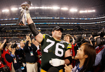 ARLINGTON, TX - FEBRUARY 06: Chad Clifton #76 of the Green Bay Packers holds up the Vince Lombardi Trophy after winning Super Bowl XLV 31-25 against the at Cowboys Stadium on February 6, 2011 in Arlington, Texas.  (Photo by Kevin C. Cox/Getty Images)