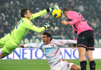 TURIN, ITALY - FEBRUARY 18:  Giorgio Chiellini (R) of Juventus FC scores a goal during the Serie A match between Juventus FC and Catania Calcio at Juventus Arena on February 18, 2012 in Turin, Italy.  (Photo by Valerio Pennicino/Getty Images)