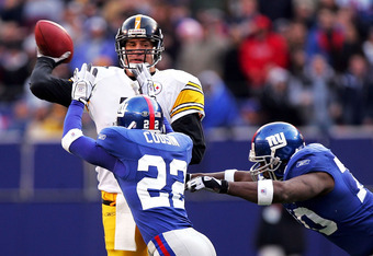 EAST RUTHERFORD, NJ - DECEMBER 18:  Quarterback Ben Roethlisberger #7 of the Pittsburgh Steelers gets off a pass while under pressure from Terry Cousin #22 and Lance Legree #70 of the New York Giants on December 18, 2004 at Giants Stadium in East Rutherfo