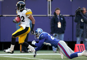 EAST RUTHERFORD, NJ - DECEMBER 18: Antwaan Randle El #82 of the Pittsburgh Steelers breaks free from Curry Burns #29  of the New York Giants to go in for a touchdown and give the Steelers 16-14 lead at Giants Stadium on December 18, 2004 in East Rutherfor