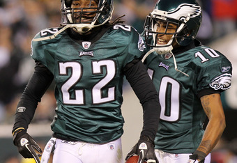 PHILADELPHIA, PA - NOVEMBER 21:  Asante Samuel #22 of the Philadelphia Eagles celebrates with teammate DeSean Jackson #10 after an interception in the second quarter against the New York Giants at Lincoln Financial Field on November 21, 2010 in Philadelph