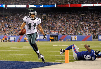 EAST RUTHERFORD, NJ - NOVEMBER 20:  Steve Smith #11 of the Philadelphia Eagles scores on a 14-yard touchdown pass in the second quarter against Mathias Kiwanuka #94 of the New York Giants at MetLife Stadium on November 20, 2011 in East Rutherford, New Jer