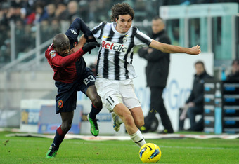 TURIN, ITALY - JANUARY 15:  Paolo De Ceglie (R) of Juventus FC competes with Victor Ibarbo of Cagliari Calcio during the Serie A match between Juventus FC and Cagliari Calcio at Juventus Arena on January 15, 2012 in Turin, Italy.  (Photo by Valerio Pennic