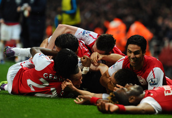 LONDON, ENGLAND - MARCH 12:  Arsenal players celebrate after Thomas Vermaelen of Arsenal scored their second goal during the Barclays Premier League match between Arsenal and Newcastle United at Emirates Stadium on March 12, 2012 in London, England.  (Pho