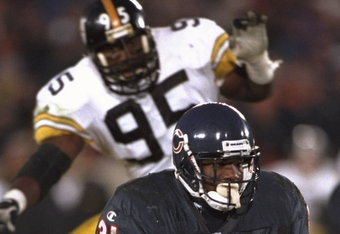 5 Nov 1995:  Running back Rashan Salaam #31 of the Chicago Bears dodges through heavy traffic against the Pittsburgh Steelers at Soldier Field in Chicago, Illinois.  The Steelers defeated the Bears 37-34.  Mandatory Credit:  Jonathan Daniel /Allsport
