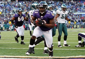 BALTIMORE - NOVEMBER 23:  LeRon McClain #33 of the Baltimore Ravens carries the ball into the endzone for a touchdown against the Philadelphia Eagles on November 23, 2008 at M&T Bank Stadium in Baltimore, Maryland. The Ravens defeated the Eagles 36-7.  (P