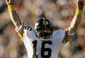 1984:  Quarterback Mark Malone #16 of the Pittsburgh Steelers celebrates during a 1984 NFL game.  (Photo by Rick Stewart/Getty Images)