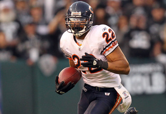 OAKLAND, CA - NOVEMBER 27:  Matt Forte #22 of the Chicago Bears in action against the Oakland Raiders at O.co Coliseum on November 27, 2011 in Oakland, California.  (Photo by Ezra Shaw/Getty Images)