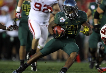 PASADENA, CA - JANUARY 02:  Running back LaMichael James #21 of the Oregon Ducks is tackled by a Wisconsin Badgers defender at the 98th Rose Bowl Game on January 2, 2012 in Pasadena, California.  (Photo by Stephen Dunn/Getty Images)