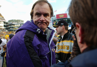 20 Jan 2002 : A dissapointed Brian Billick, head coach of the Baltimore Ravens leaves the field after his team got defeated by the Pittsburgh Steelers the AFC divisional playoff game at Heinz Field in Pittsburgh, Pennsylvania. The Steelers won 27-10. DIGI