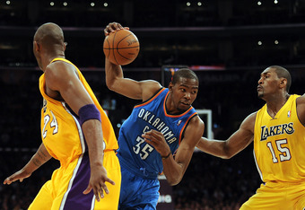 LOS ANGELES, CA - MARCH 29:  Kevin Durant #35 of the Oklahoma City Thunder cuts between Metta World Peace #15 and Kobe Bryant #24 of the Los Angeles Lakers at Staples Center on March 29, 2012 in Los Angeles, California.  NOTE TO USER: User expressly ackno