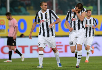 PALERMO, ITALY - APRIL 07:  Leonardo Bonucci (R) of Juventus celebrates with team-mate Giorgio Chiellini (C) after scoring the opening goal during the Serie A match between US Citta di Palermo and Juventus FC at Stadio Renzo Barbera on April 7, 2012 in Pa