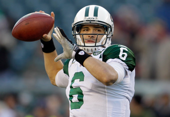PHILADELPHIA, PA - DECEMBER 18:  Mark Sanchez #6 of the New York Jets warms up before the start of the Jets game against the Philadelphia Eagles at Lincoln Financial Field on December 18, 2011 in Philadelphia, Pennsylvania.  (Photo by Rob Carr/Getty Image