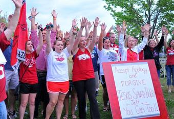Fans at the Bobby Petrino rally Monday evening / Photo Credit: Ryan Miller/ArkansasSports360.com