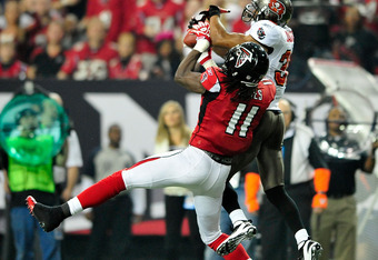 ATLANTA, GA - JANUARY 01: Julio Jones #11 of the Atlanta Falcons makes a catch as Tanard Jackson #36 of the Tampa Bay Buccaneers defends during play at the Georgia Dome on January 1, 2012 in Atlanta, Georgia. (Photo by Grant Halverson/Getty Images)