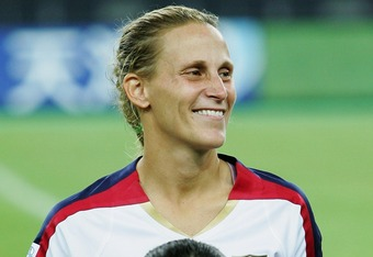 TIANJIN, CHINA - SEPTEMBER 22:  Kristine Lilly of the USA stands behind a Chinese girl on the pitch before the Women's World Cup 2007 quarter final match between the USA and England at Tianjin Olympic Center Stadium on September 22, 2007 in Tianjin, China