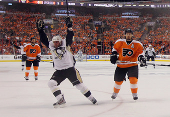 PHILADELPHIA, PA - APRIL 18:  Steve Sullivan #26 of the Pittsburgh Penguins scores a powerplay goal at 10:55 of the second period against the Philadelphia Flyers in Game Four of the Eastern Conference Quarterfinals during the 2012 NHL Stanley Cup Playoffs