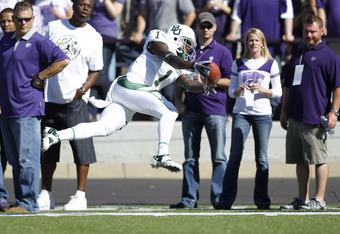 MANHATTAN, KS - OCTOBER 1: Kendall Wright #1 of the Baylor Bears dives for the end zone to complete a 43-yard touchdown in the second quarter against the Kansas State Wildcats at Bill Snyder Family Football Stadium on October 1, 2011 in Manhattan, Kansas.