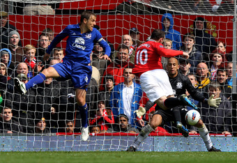 MANCHESTER, ENGLAND - APRIL 22:  Wayne Rooney of Manchester United scores his team's first goal during the Barclays Premier League match between Manchester United and Everton at Old Trafford on April 22, 2012 in Manchester, England.  (Photo by Alex Livese