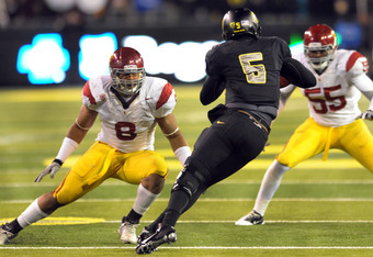 EUGENE, OR - NOVEMBER 19: Defensive end Nick Perry #8 and linebacker Lamar Dawson #55 of the USC Trojans close in on quarterback Darron Thomas #5 of the Oregon Ducksin the third quarter of the game at Autzen Stadium on November 19, 2011 in Eugene, Oregon.