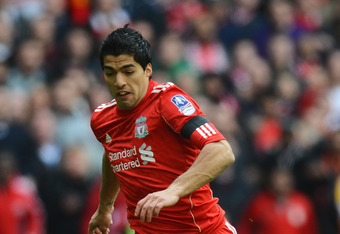 LONDON, ENGLAND - APRIL 14:  Luis Suarez of Liverpool breaks through to score their first goal during the FA Cup with Budweiser Semi Final match between Liverpool and Everton at Wembley Stadium on April 14, 2012 in London, England.  (Photo by Mike Hewitt/