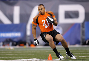 INDIANAPOLIS, IN - FEBRUARY 26: Running back Chris Polk of Washington runs through a drill during the 2012 NFL Combine at Lucas Oil Stadium on February 26, 2012 in Indianapolis, Indiana. (Photo by Joe Robbins/Getty Images)