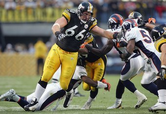PITTSBURGH - NOVEMBER 5: Alan Faneca #66 of the Pittsburgh Steelers moves on the line during the game against the Denver Broncos on November 5, 2006 at Heinz Field in Pittsburgh, Pennsylvania. (Photo by Jim McIsaac/Getty Images)
