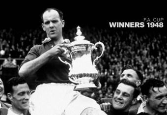 Captain Johnny Carey with the 1948 FA Cup (manutd.com)