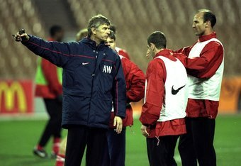 3 Nov 1998:  The Arsenal coach Arsene Wenger with Players Steve Bould and Nigel Winterburn during training before the Champions league match against Dynamo Kiev in Kiev, Ukraine. Dynamo Kiev won the game 3-1. \ Mandatory Credit: Alex Livesey /Allsport