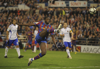 ZARAGOZA, SPAIN - MARCH 21:  Toure Yaya of Barcelona shoots at goal during the La Liga match between Real Zaragoza and Barcelona at La Romareda stadium on March 21, 2010 in Zaragoza, Spain.  (Photo by Denis Doyle/Getty Images)