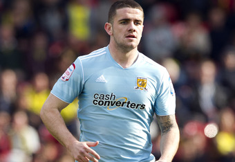 WATFORD, ENGLAND - APRIL 14: Robbie Brady of Hull in action during the npower Championship match between Watford and Hull City at Vicarage Road on April 14, 2012 in Watford, England.  (Photo by Ben Hoskins/Getty Images)