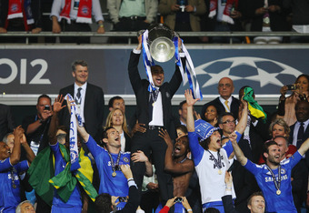 MUNICH, GERMANY - MAY 19:  Roberto Di Matteo interim manager of Chelsea lifts the trophy in celebration after their victory in the UEFA Champions League Final between FC Bayern Muenchen and Chelsea at the Fussball Arena München on May 19, 2012 in Munich,