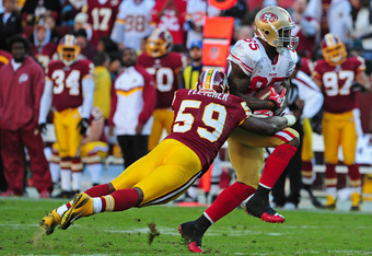 LANDOVER, MD - NOVEMBER 6: Vernon Davis #85 of the San Francisco 49ers runs with a catch against London Fletcher #59 of the Washington Redskins at FedEx Field on November 6, 2011 in Landover, Maryland. (Photo by Scott Cunningham/Getty Images)
