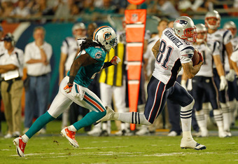MIAMI GARDENS, FL - SEPTEMBER 12:   Aaron Hernandez #81 of the New England Patriots makes a catch during a game against the Miami Dolphins at Sun Life Stadium on September 12, 2011 in Miami Gardens, Florida.  (Photo by Mike Ehrmann/Getty Images)