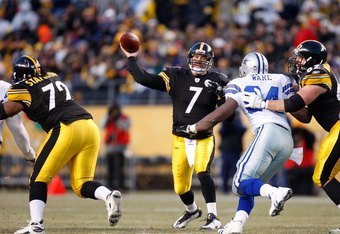 PITTSBURGH - DECEMBER 7:  Quarterback Ben Roethlisberger #7 of the Pittsburgh Steelers passes the ball during their NFL game against the Dallas Cowboys on December 7, 2008 at Heinz Field in Pittsburgh, Pennsylvania. The Steelers defeated the Cowboys 20-13