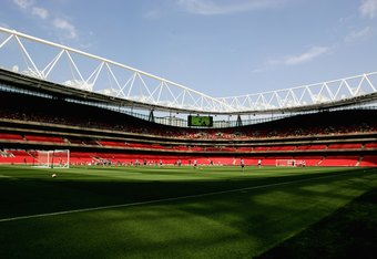 LONDON - JULY 20:  A general view of the new Arsenal Emirates Stadium during an Arsenal Training and Emirates Stadium Open Day at the Emirates Stadium on July 20, 2006, in London, England.  (Photo by Paul Gilham/Getty Images)