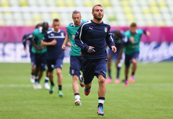 GDANSK, POLAND - JUNE 09:  Daniele De Rossi of Italy leads on a warm up lap during a UEFA EURO 2012 training session at the Municipal Stadium on June 9, 2012 in Gdansk, Poland.  (Photo by Michael Steele/Getty Images)