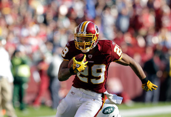 LANDOVER, MD - DECEMBER 04:  Roy Helu #29 of the Washington Redskins carries the ball against the New York Jets at FedExField on December 4, 2011 in Landover, Maryland.  (Photo by Rob Carr/Getty Images)