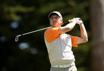 SAN FRANCISCO, CA - JUNE 15:  David Toms of the United States watches his tee shot on the third hole during the second round of the 112th U.S. Open at The Olympic Club on June 15, 2012 in San Francisco, California.  (Photo by Ezra Shaw/Getty Images)