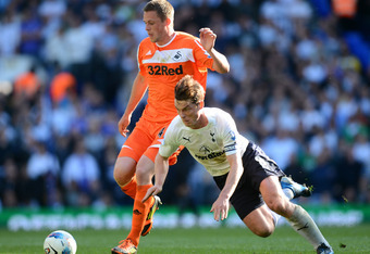LONDON, ENGLAND - APRIL 01:  Gylfi Sigurosson of Swansea clashes with Scott Parker of Spurs during the Barclays Premier League match between Tottenham Hotspur and Swansea City at White Hart Lane on April 1, 2012 in London, England.  (Photo by Mike Hewitt/