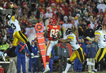 KANSAS CITY, MO - NOVEMBER 27:  Defensive back Keenan Lewis #23 of the Pittsburgh Steelers intercepts a pass intended for wide receiver Dwayne Bowe #82 of the Kansas City Chiefs late in the fourth quarter on November 27, 2011 at Arrowhead Stadium in Kansa